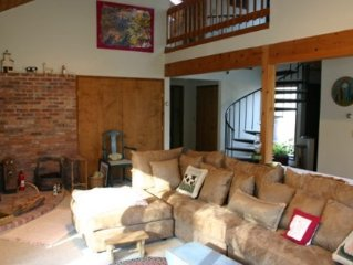 Beautiful Contemporary on Four Acres in the Berkshires (Monterey) with WIFI
