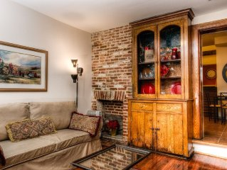 'At Fells Point' Courtyard  - Your historically restored apartment