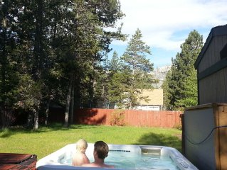 Hot tub w view, 3 BD, large enclosed yard, bright home