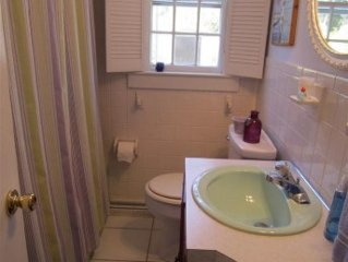 JUNE SPECIAL $1295/week  1/2 mile Walk To Beach  Family/Pet Friendly