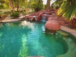 PARADISE ESTATE*** 5 MINUTES TO THE STRATOSPHERE***
