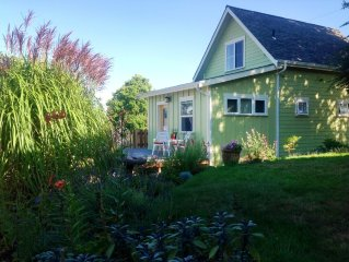 Light Filled, Adorable Cottage With Lovely Views, Walkable to Downtown Langley
