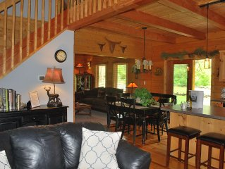 Log Mountain Lodge on 3 private acres with Hot Tub