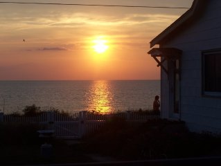 BEACH FRONT COTTAGE WITH AMAZING YEAR ROUND WATER & SUNSET VIEWS!!!