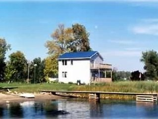 Waterfront 4 Bdrm, Gallop Canal/Thousand Islands; kayaking; FANTASTIC cottage