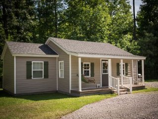 Cozy Country Cottage~SPRING SUMMER Getaway~POOL Jacuzzi Picnic Table COMFY BEDS