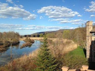 Mountain Retreat on Pristine Wetlands of Black Creek