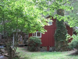 Creekside Cottage on Mt Pisgah Near Blue Ridge Parkway