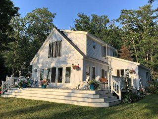 Lovely waterfront cottage with gorgeous views of Pemaquid Harbor. Sleeps 6.