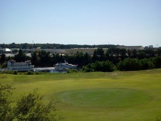 Waterway & Golf Course Villa! Shuttle to Beach*! Penthouse privacy. Linens incl.