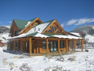 Charming Cabin just a 12min drive to town + Mtn Views! Dog Friendly!