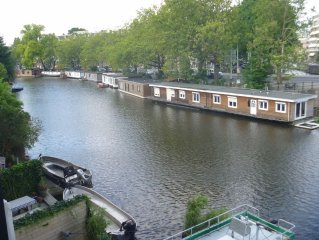 Apartment Canal View Ideal for Professionals