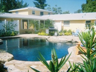 5/3 Sleeps 10 Large Family Pool Home Steps to Beach Located on North End