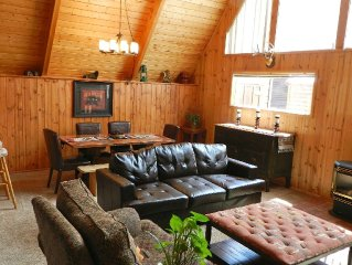 Location! Location! Luxury Cabin-On the River*In Town next to park*Ski In/ Out*