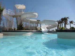 5 Star Beachfront Family Friendly Penthouse Condo!