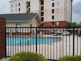 2 B/R Luxury Riverfront Condo/Perfect Location/New Furnishings/New Rental Unit