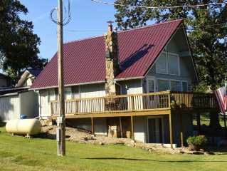 Lakeshore Cottage is a Charming Beaver Lake View Getaway