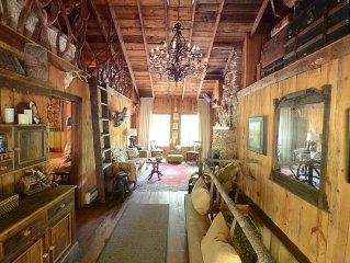 Beautifully Restored Historic Mountain Cabin-A Tree House in the Woods