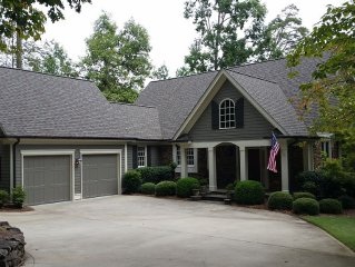Lake Front & Golf Course View 4 Bed/4.5 Bath in Reynolds!