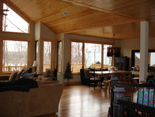 Beautiful Lake Hartwell Mountain Lodge Home, 4 Bed/3 1/2 baths with dock!