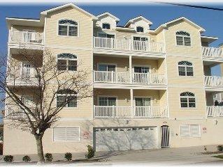 A Luxury Condo -1 Block Beach/Boardwalk/Elevator/Pool/Garage