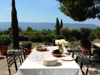 Gorgeous in Gordes, Elegantly Furnished with Pool, Tennis and Views