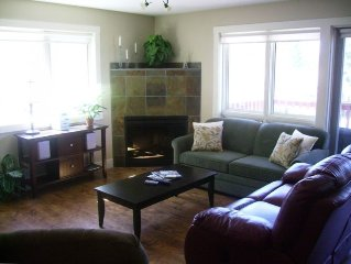 Relaxing Radium Condo~*NEW!*~FREE access to Radium Rec Ctr & Hot Springs Passes!