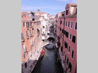 A Unique Romantic Place In Venice!