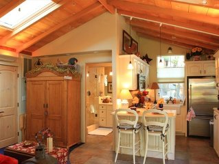 Quiet Wooded Guest Cottage