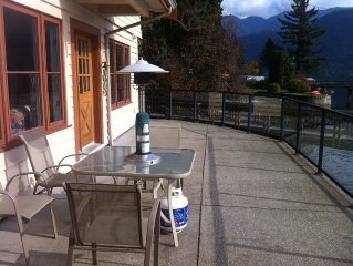 Beautiful oceanfront apartment with 2 Free Kayaks! 30 min to downtown.