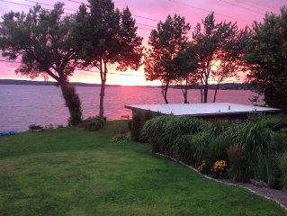 Private Cottage on 80 Feet of Prime Lakefront-Stunning Sunsets.