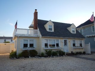 Oceanside Family-Friendly Cape-Cod 4 Bedroom/2 Bath