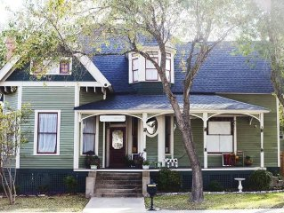 Historic Home for Texas A&M Rental, Sleeps 8-12 (+ studio), Great Football Wknd