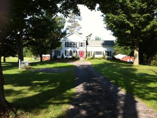 Come And Enjoy The Charm And Elegance Of The Farm House With Lake Access.