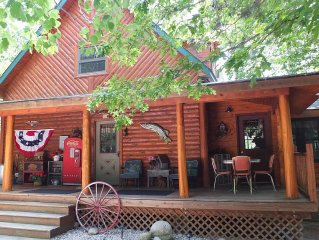 Romanic Getaway w/Hottub! Secluded, wooded setting! Close to the Ausable River!