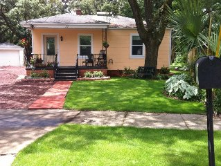 The Peachy Cottage - 1 mile to Pensacola NAS and Corry Station