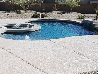 Well Maintained Home Offering Private Spa, pool, Bikes And More!