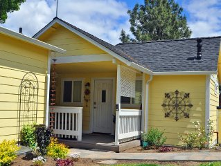 ~AGC~ Garden Cottages - Best Location - 4 Blocks 2 Downtown, Lithia & ~OSF~
