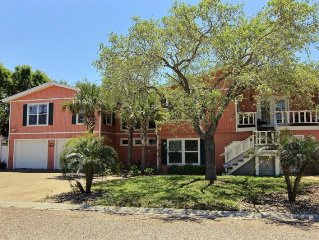 SPECIAL Nights Free!!! Beautiful Family Home w/ Game Room, Tiki Bar and Fire Pit