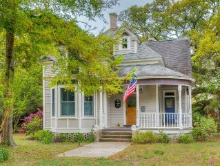 Beautiful Victorian Within Walking Distance To Everywhere!