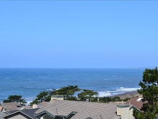Ocean View, Walk to Park, Beach and Town!