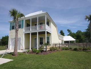 Canary Bay - Close to the beach with pool and boat slip. Location & Comfort