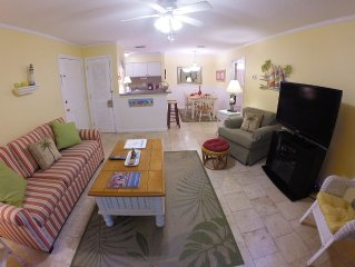 1BR Ground Floor Condo with Screened-in Porch! Steps away from Pool!