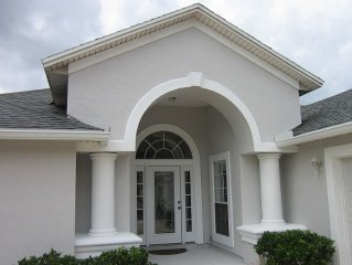 Spacious home in St. Augustine area, private pool and hot tub facing golf course