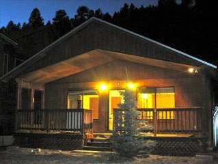 HOT TUB! Fish out back door! Adorable Cabin on River*4th Nt FREE!