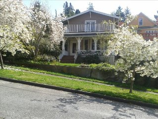 Quiet Neighborhood, Mountain Views, Close to Downtown and Seattle's Best Parks