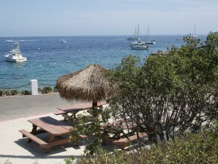 Amazing Value in Hamilton Cove,CATALINA WITH ZERO STEPS and Golf Cart