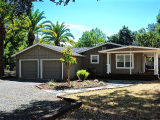 GLEN ELLEN DREAM  -  3 NEW KING BEDROOMS - QUIET -   WALK TO TOWN