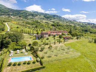Superb a/c villa on hill between Florence & Pisa with amazing views & facilities