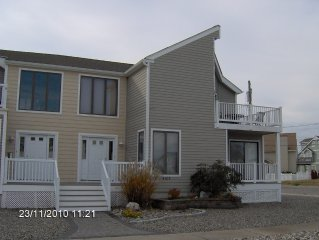 3 bedroom Upsidedown Townhouse with Bay views - Perfect for a summer getaway!